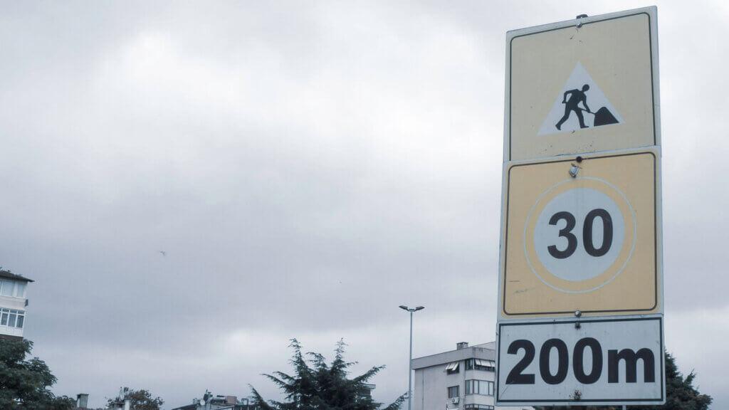 Autofahren - Schilder wirken ausgegraut