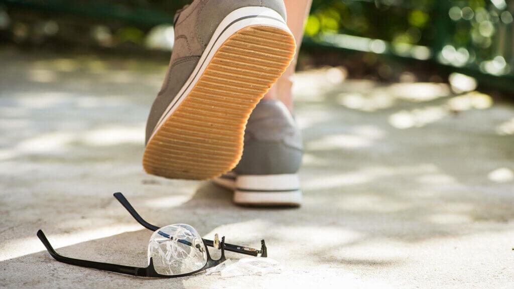 Nachteil von Brillen ist, dass sie schnell kaputt werden