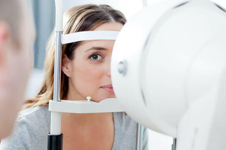 Crosslinking: Hilfe bei Verformung der Augenhornhaut