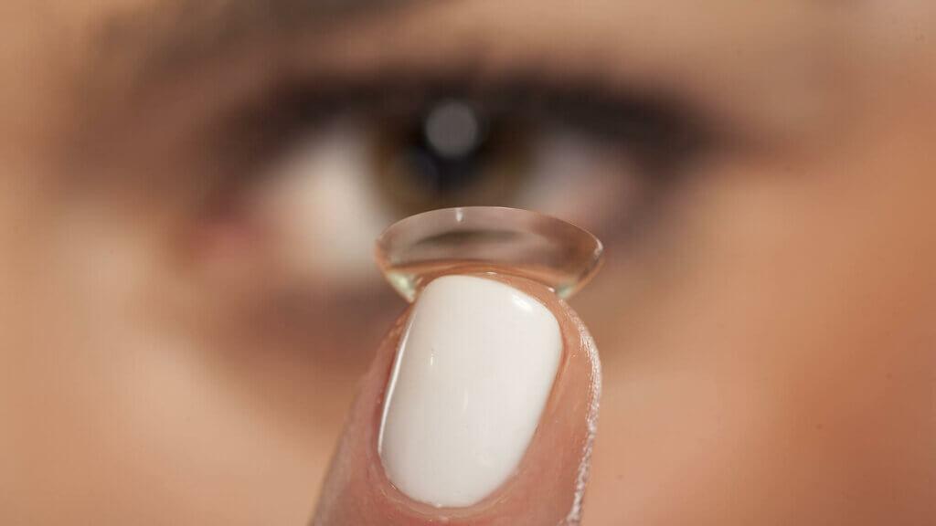 Falsche Anwendung von Kontaktlinse
