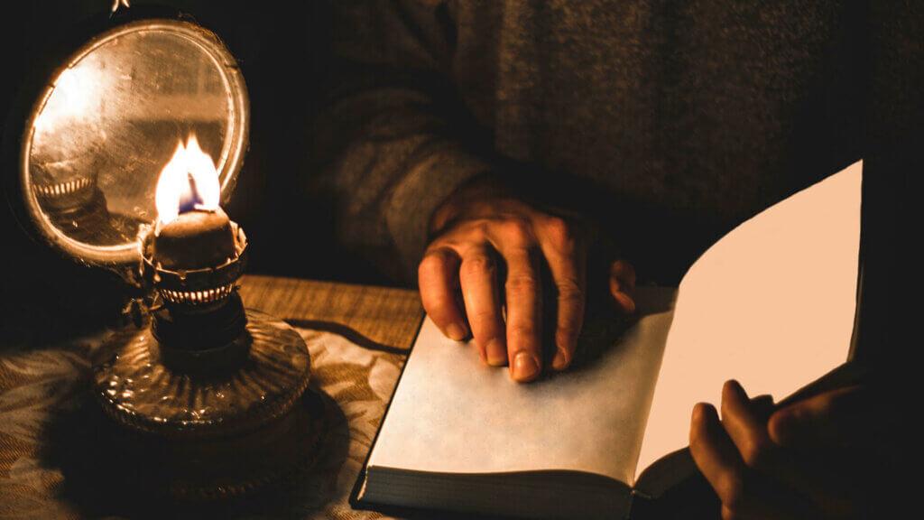 Mit zunehmendem Alter wird der Lichtbedarf beim Lesen höher