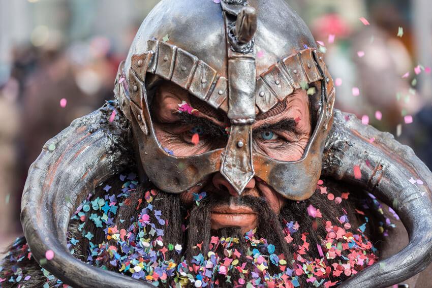Mehr als nur ein tolles Karnevals-Accessoire: die Kontaktlinse!