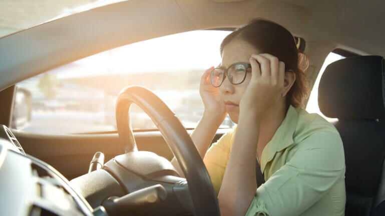Fernsicht verschlechtert sich beim Autofahren? Augen lasern als langfristige Methode