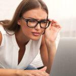 Astigmatismus (Stabsichtigkeit) - Was sind typische Symptome einer Hornhautverkrümmung?