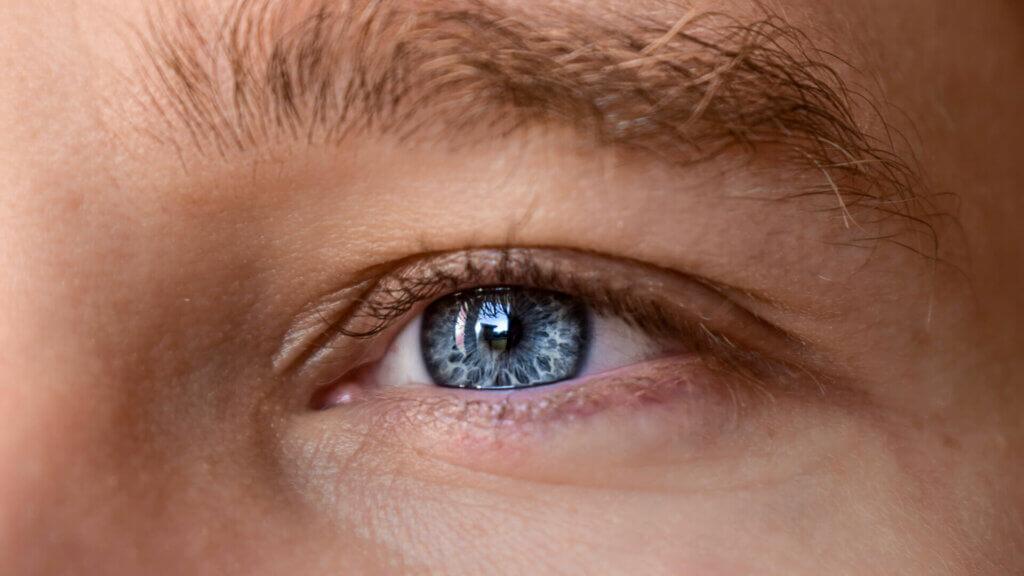 Wann sollten Augenlinsen operativ ausgetauscht werden?