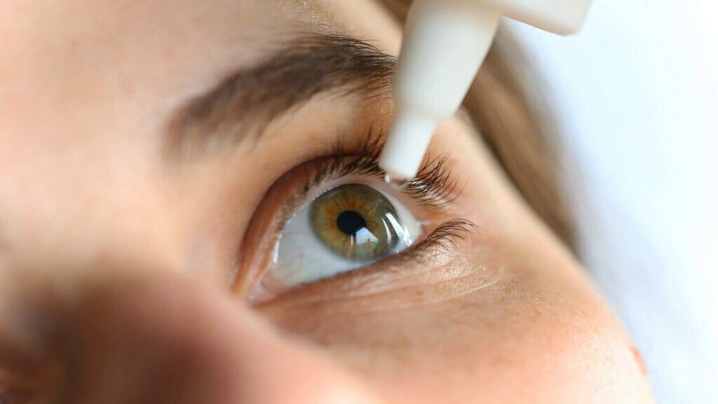 Augentropfen gegen Augenherpes